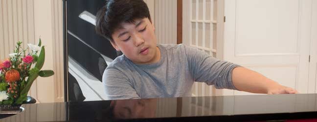 george li playing piano