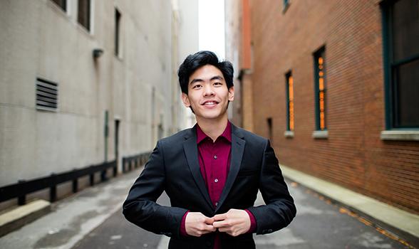 Daniel Hsu headshot