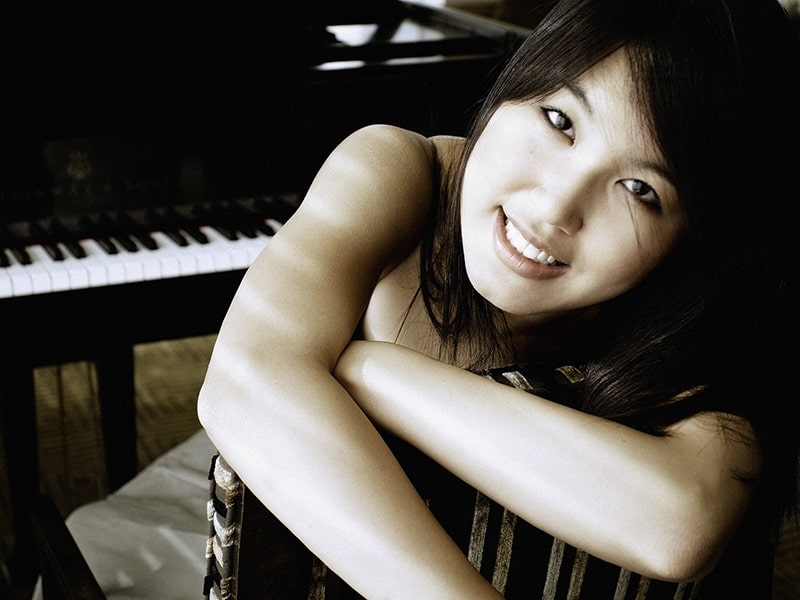 naomi kudo portrait in front of piano