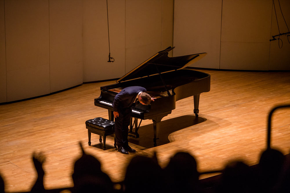 Leif Ove Andsnes taking a bow on stage after performance
