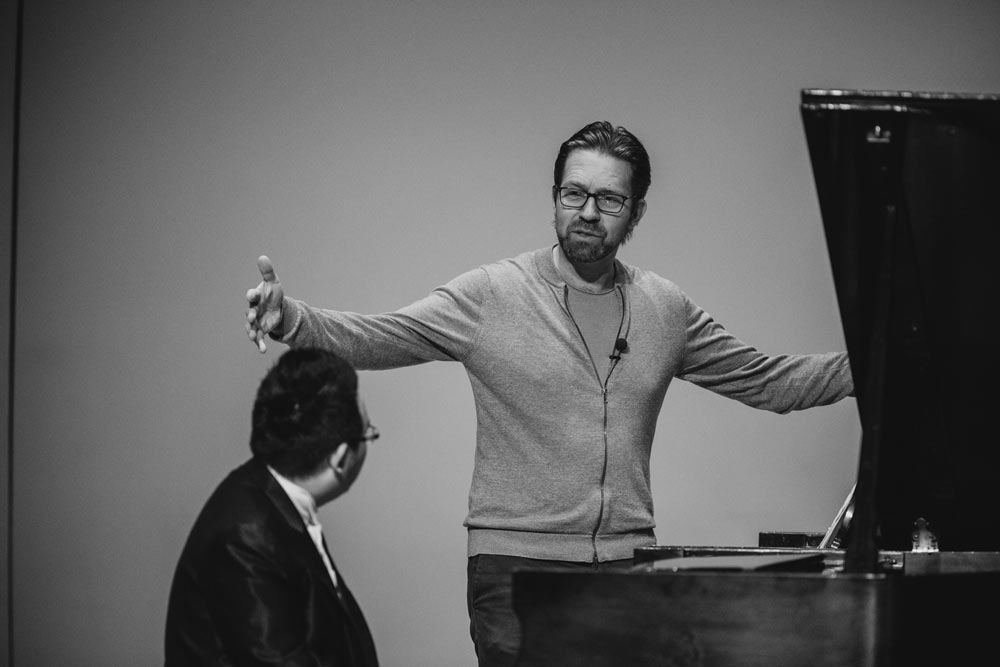 Leif Ove Andsnes teaching gentleman how to play the piano