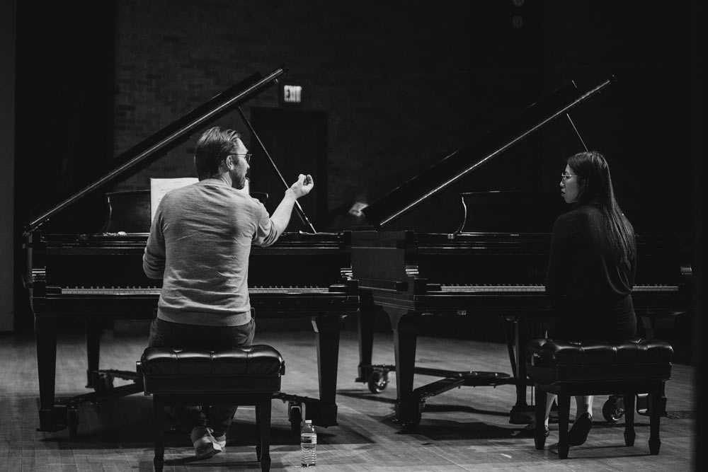 Leif Ove Andsnes on stage with a woman playing the piano