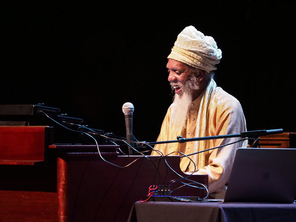 close up of Dr. Lonnie Smith playing the piano