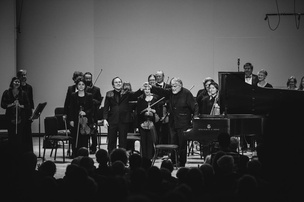 Leon Fleisher and his orchestra on stage