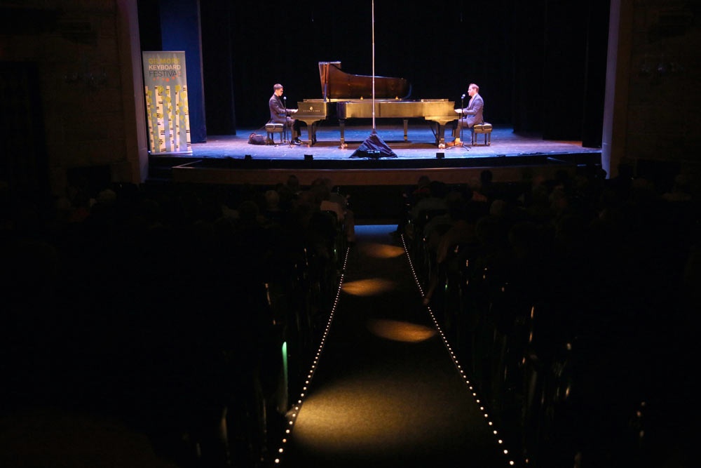 Jeremy Siskind & Justin Kauflin performing on stage