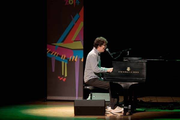 Ben Folds performing for crowd