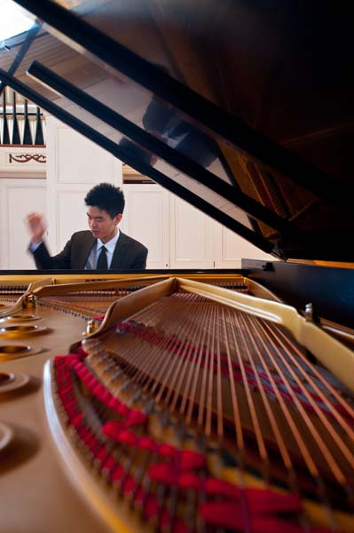 Andrew Hsu playing a piano