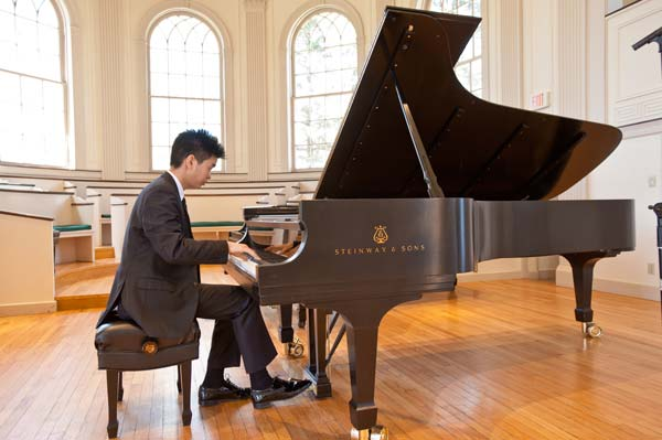 Andrew Hsu playing a steinway