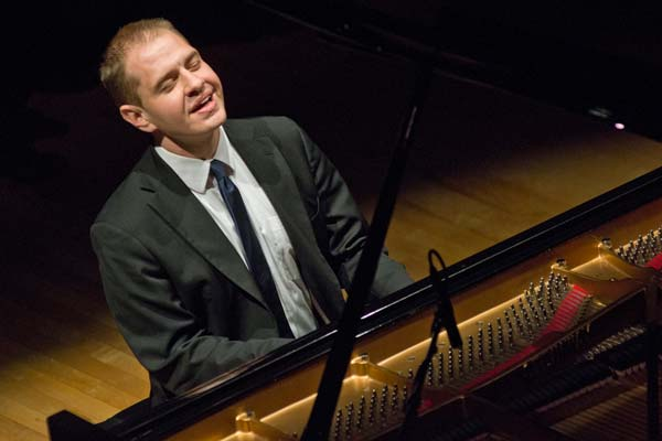Jeremy Siskind leaning back while playing piano
