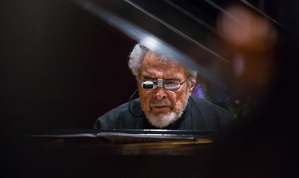 leon fleisher playing the piano